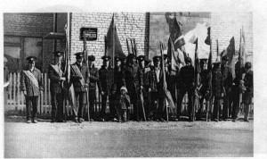 Учащиеся березниковского ПТУ-14 перед демонстрацией в форменной одежде